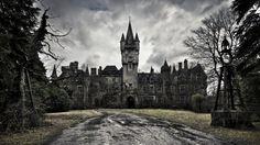 Chateau Miranda in Belgie, schitterend decor voor griezelfilms ...