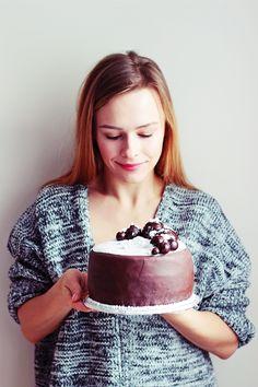 Homemade chocolate cake with marshmallow paste. Sugar paste. Chocolate, cocoa, delicious, luxury.  http://www.kreujeswojezycie.pl/2017/01/moj-kolejny-eksperyment-czyli-domowy.html
