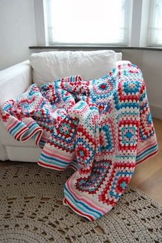 This colour & white combo... love the coolness of this blanket! ~ Crochet ~ Baby ~ Blanket ~ Colour ~ Inspiration ~ Girls ~