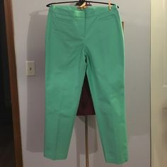 """Ellen Tracy Mint Green Slim Fit Cropped Pants Up for grabs is this pair of cropped pants from Ellen Tracy. They are a size 8 with a 28"""" inseam, a 34.75"""" waist and 41"""" hips. These pants are a cropped style in a slim fit. They are a mint green cotton blend with a flat panel front. These crops are new with the original tag. Ellen Tracy Pants Ankle & Cropped"""