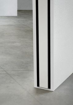 The Invisibile sliding in the center of the Linvisibile wall Doors of in L Invisibile coulis Sliding Wall, Sliding Barn Door Hardware, Sliding Doors, Wood Closet Doors, Bedroom Barn Door, Pocket Doors, Internal Doors, Interior Barn Doors, Door Design