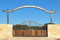 We love this West Texas ranch gate! It is one of our favorites from last year. Check others and let us know if you need help designing and building your gate. Modern Ranch, Modern Farmhouse Style, Modern Rustic, Farm Entrance, Entrance Gates, Faux Wood Paint, Aluminium Gates, Security Gates, Iron Gate Design