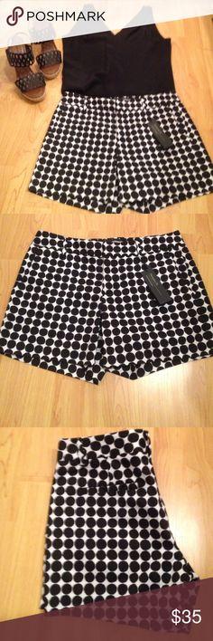 "Banana Republic Black and White Shorts Banana Republic Hampton Fit Shorts. 5"" inseam . Never worn . Perfect Condition with tags. Banana Republic Shorts"