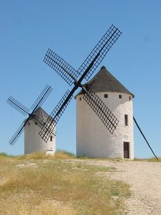 Moinhos de vento em Campo de Criptana, província de Cidade Real, Comunidade Autônoma de Castelo-La Mancha, Espanha.  Fotografia: Lourdes Cardenal.
