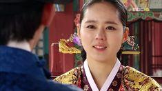 Han Ga-in as Heo Yeon-woo in Moon Embracing the Sun