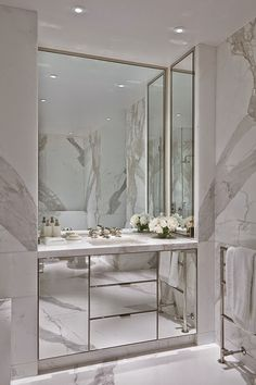 Modern bathroom inspiration with marble, round mirrors and black and white – Ch… – Marble Bathroom Dreams Interior Design London, Bathroom Interior Design, Decor Interior Design, Interior Decorating, Marble Interior, Contemporary Interior, Interior Paint, Decorating Ideas, Luxury Master Bathrooms