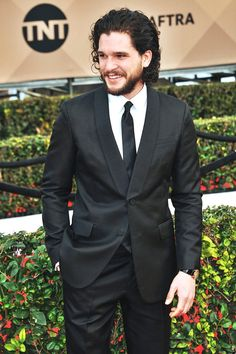 kit Harington ~ his smile, his hand in his pocket... what a perfection! ❤️