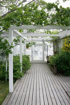 The pergola kits are the easiest and quickest way to build a garden pergola. There are lots of do it yourself pergola kits available to you so that anyone could Veranda Pergola, Patio Pergola, White Pergola, Pergola Swing, Pergola Plans, Cheap Pergola, White Deck, Porch Veranda, Corner Pergola