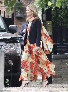 Kate Moss embraces summer style in floral chiffon gown for friend's wedding. as Sienna Miller opts for plunging blue dress Moss Fashion, Star Fashion, Womens Fashion, Chiffon Gown, Floral Chiffon, Chiffon Dresses, Sweet 16 Dresses, Blue Dresses, Long Dresses