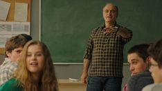 Guy Debord, Elizabeth Moss, Please Like Me, Gillian Anderson, Plot Twist, Netflix Series, Series Movies, Alexandra Jimenez, O Drama