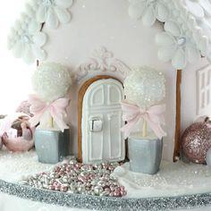 Gingerbread house front door!! Has to be pink and white of course:-) #gingerbreadhouse #gingerbreadart #topiary #frontdoor #christmas #christmas2017 #pink #pinkandwhite #instacake #cakestagram #cakedecorating #cake #cakedecorator #nzcakes #lace #ediblelace #christmasday #sweetart