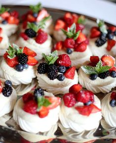 Pavlova- Sweet lightly crisp meringue-based dessert with homemade whipped cream and fresh fruit topping. Mini Desserts, Meringue Desserts, Blue Desserts, Desserts To Make, Delicious Desserts, Dessert Recipes, Easy Fruit Desserts, Meringue Food, Meringue Pavlova
