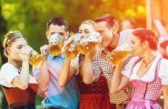 Oktoberfest Festlek: Oktoberfest!Den  optimala festleken till Oktoberfest! Dela upp gästerna i lag och låt  dem lösa 7 utmaningar som har med Oktoberfest att göra, så som  ölprovning, oktoberfestkunskap, tyska toner, korvsmakning. #festlek #quiz #oktoberfest #festlek