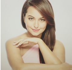 Glam Gal - Sonakshi Sinha Glam Check - Sonakshi Sinha posted a pic to beat monday blues! She looks like a dream in this picture giving us major skin goals with no imperfections + glow. Her hair has the perfect shine, it's frizz free. Her makeup looks fresh and is perfect for the light pink rose color gown. Skin has healthy glow. Pinkish nude lips perfectly complement her complexion. Light brown eyes go well with the hair colour.  Glam Tip - Keep yourself always hydrated to get perfect the…