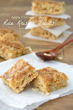 Apple Caramel Cake Rice Krispie Treats – Mother Thyme…these sound so good; I w… Apple Caramel Cake Rice Krispie Treats – Mother Thyme…these sound so good; I want to make them some time soon. Rice Krispy Treats Recipe, Rice Crispy Treats, Krispie Treats, Rice Krispies, Yummy Treats, Sweet Treats, Just Desserts, Delicious Desserts, Dessert Recipes