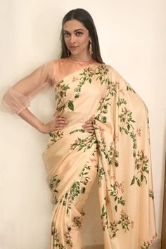 The saree blouse doesn't go well with the beautiful saree. #bollywoodfashion,