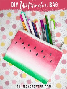 Fun and simple summer craft - Make these DIY Watermelon Craft Bags or Pouches. Use fabric paint to create a fun DIY tote bag! Watermelon Bag, Watermelon Crafts, Easy Crafts To Make, Fun Crafts, Paper Crafts, Cool Diy, Fun Diy, Summer Diy, Summer Crafts
