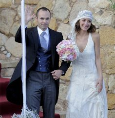 Red Carpet Wedding: Andres Iniesta and Anna Ortiz ~ Red Carpet Wedding 20s Fashion, Glamour, Yes To The Dress, Royal Weddings, Spanish Style, Bridal Looks, Wedding Styles, Wedding Planner, Red Carpet