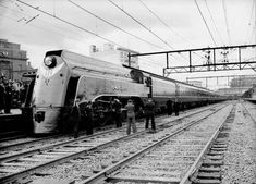 """The Spirit of Progress press launch with locomotive S302, the """"Edward Henty"""", at Spencer Street Station prior to the demonstration run to Geelong, in 1937"""