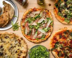 The crispiest pizza in Cabbagetown at Salt & Tobacco. Toronto Neighbourhoods, Crispy Pizza, Great Restaurants, Places To Eat, Vegetable Pizza, Brunch, Salt, Yummy Food, Dining