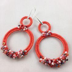 #gioiellitessili #Orecchini all' #uncinetto in puro #cotone con micro sfere multicolor   Color rosso corallo scuro. Mod. 71.