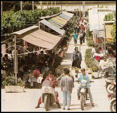 Οδός Αγγέλου Μεταξά (Πασαρέλα), Πασαλιμάνι, αρχές δεκαετίας 1990. Old Photos, Vintage Photos, Athens Greece, Greek, Photo Wall, Retro, City, Old Pictures, Photograph