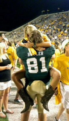Love after the football game lovers 3 Football Couples, Football Girlfriend, Sports Couples, Cute Relationship Goals, Cute Relationships, Football Relationship, Couple Relationship, Future Life, High School Couples