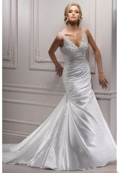 Bliss Royale - by Maggie Sottero. def want a Maggie Sottero dress, they make your body look great! Wedding Dress 2013, Maggie Sottero Wedding Dresses, Cute Wedding Dress, Wedding Dresses Photos, Classic Wedding Dress, Long Wedding Dresses, Wedding Dress Styles, Bridal Dresses, Wedding Gowns