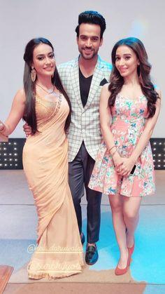 Indian Bollywood, Bollywood Fashion, Indian Fashion, Boho Fashion, Saree Floral, Indian Celebrities, Famous Celebrities, Celebs, Tashan E Ishq