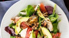 Salat med kylling, rød grape, valnødder og avocado, opskrifter, aftensmad, salat, nemlig.com
