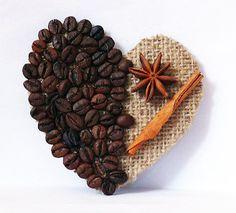 Опубликованное фото Coffee Bean Art, Buffalo Check Fabric, Diy And Crafts, Arts And Crafts, Coffee Heart, Branch Decor, Coffee Crafts, Basket Decoration, Rustic Christmas