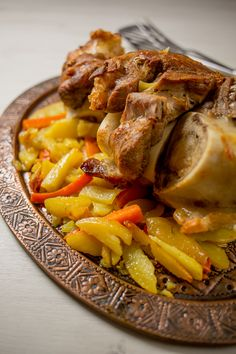 Veal shank roast (koljenica) is a classic roast perfect for family gatherings. Soft, succulent fore shank meat is a hearty protein treat. Bosnian Recipes, Veal Recipes, Bosnian Food, Veal Shank, Recipe Sites, Deep Dish, Serving Plates, Pot Roast, Entrees
