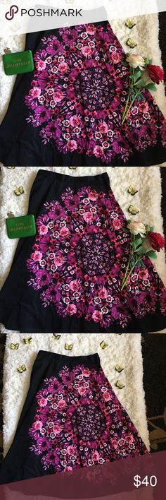 🌺Anthropologie Skirt🌺 🌺Great used condition Anthropologie Skirt by Vanessa Virginia in size 4🌺Background color is black🌺Only flaw is, this skirt attracts lent but Still a pretty skirt🌺Please see all photos🌺 Anthropologie Skirts