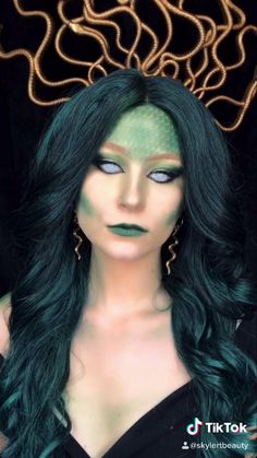 Medusa makeup tutorial, perfect for Halloween. Check out my tiktok page for more fun looks like this one! Medusa Halloween Costume, Amazing Halloween Makeup, Halloween Eyes, Halloween Makeup Looks, Halloween Outfits, Halloween Nails, Halloween Party, Halloween Recipe, Women Halloween