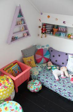 Toddler floor bed - love this whole room! Toddler Floor Bed, Toddler Rooms, Baby Decor, Kids Decor, Montessori Ikea, Boy Room, Kids Room, Mattress On Floor, Deco Kids