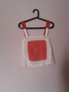 Croptop a crochet para el verano.