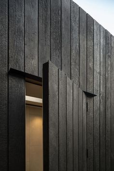 eastwest architecture completes garden studio gym in london eastwest architecture garden studio gym london designboom material, black wood outside facade House Cladding, Timber Cladding, Exterior Cladding, Black Cladding, Cladding Ideas, Timber Panelling, Detail Architecture, Modern Architecture, London Architecture
