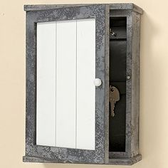 Boîte à clés Brest 18x 6x 25MDF Entryway Closet, Brest, Bathroom Medicine Cabinet, Ideas Para, Shed, Deco, Wood Projects, Carpentry, Furniture