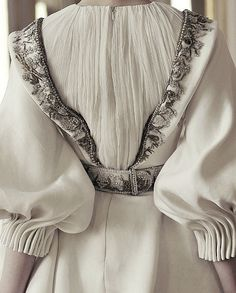 """erymanthian: """" Alexander McQueen Autumn/Winter 2010 """" I literally just got from reasonably sane to hysterical sobbing in under three seconds I can't scroll up now I'm going to cry omfg no pe to o lat. Style Couture, Couture Details, Fashion Details, Look Fashion, Couture Fashion, High Fashion, Fashion Show, Womens Fashion, Fashion Design"""
