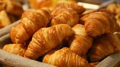 The January is National Croissant Day in the UK and also the USA. However, there's no such day in France as the croissant is a staple breakfast item. It's the equivalent of toast and marmalade in the UK. Homemade Croissants, Chocolate Croissants, Healthy Sweet Snacks, Eating Healthy, Clean Eating, Paris Food, Flaky Pastry, Brunch Spots, French Pastries