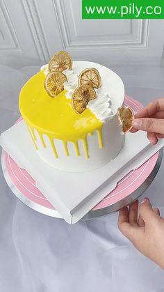 Cake Decorating Books, Cake Decorating Frosting, Cake Decorating Designs, Creative Cake Decorating, Cake Decorating Videos, Cake Decorating Techniques, Oreo Cake Recipes, Homemade Cake Recipes, Simple Cake Designs