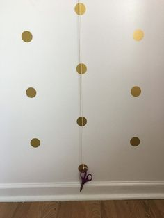 How to apply wall decals! Easy way to get polka dot wall decals straight. Good idea for girls bedroom ideas! Office Wall Decals, Playroom Wall Decor, Polka Dot Wall Decals, Polka Dot Walls, Wall Decals For Bedroom, Vinyl Wall Decals, Decals For Walls, Polka Dot Bedroom, Girls Room Wall Decor