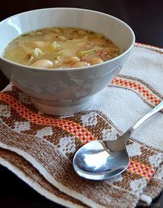 Obyčajná fazuľová polievka s rezancami - http://www.mytaste.sk/r/oby%C4%8Dajn%C3%A1-fazu%C4%BEov%C3%A1-polievka-s-rezancami-16486435.html