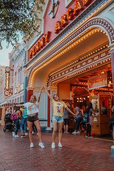 Disneyland | @samlabrahams