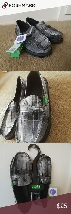 NWT Sanuk Sidewalk Surfer Shoe/ Sandal Hybrid Sanuk Sandal/Shoe Hybrid Sidewalk Surfer 🏄 Low Key Pocket Included-- Top Of Shoe--See Pic Brand New With Tags/ Never Worn Sanuk Shoes Sandals