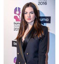 Gorgeous Women, Famous People, Awards, Singer, Blazer, Celebrities, Instagram Posts, Beauty, Fashion