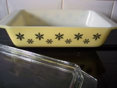 Rare Yellow Pyrex Gaiety Snowflake Casserole Dish in Fabulous condition.  This is the Deep Size Dish. The base measures just over 11 1/4 in length, 6 3/4 wide and 2 1/2 deep.  The Yellow looks great, no scratches, there is the odd superficial scratch on the lid, nothing major. Im not sure it has ever been used. Please take time to look at the photos as this forms part of the description.  The last pic shows the dish stacked with a Turquoise dish we also have available. Please ...