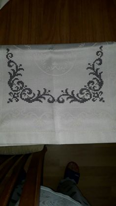 Cross Stitch Boarders, Cross Stitch Designs, Cross Stitch Patterns, Crochet Borders, Filet Crochet, Cross Stitch Embroidery, Hand Embroidery, Pinterest Cross Stitch, Prayer Rug