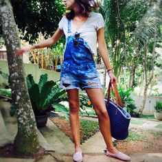 "43 Gostos, 5 Comentários - Mina Gahri (@minagahri) no Instagram: ""Off to the beach 🌴#discoversrilanka #unawatuna #southsrilanka #heavenonearth #tee #overalls #paez…"""