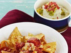 Avokadosta valmistettava meksikolainen guacamole sopii erinomaisesti maustettujen ruokien lisukkeeksi tai tortillan väliin.